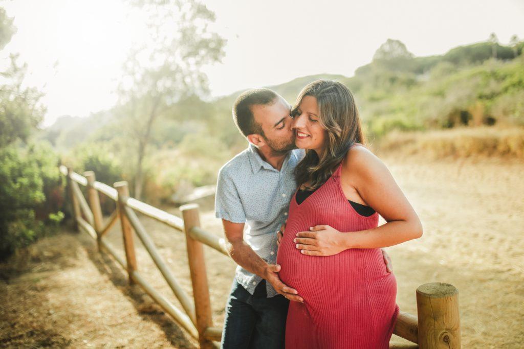 fotografía de embarazo en la naturaleza